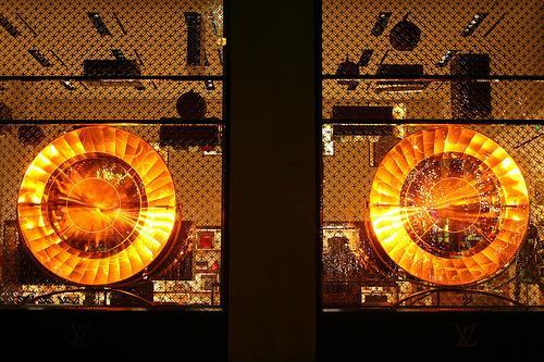 Louis Vuitton vitrine Champs Elysées Paris